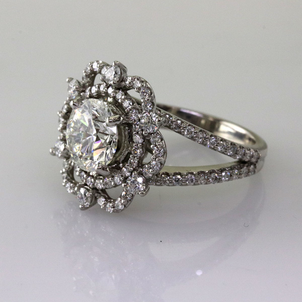 Crown ring with 2 carat diamond %280%29