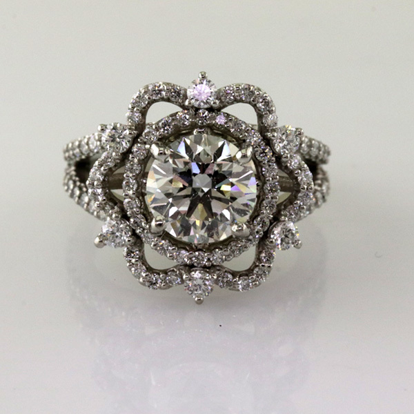 Crown ring with 2 carat diamond %281%29