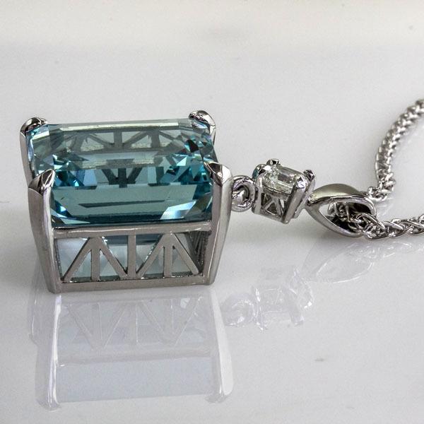 Aquamarine platinum pendant 3