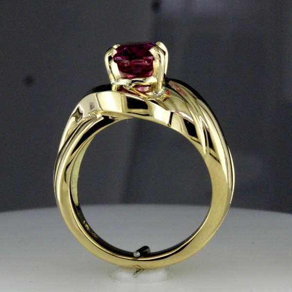 Pink sapphire ring %286%29
